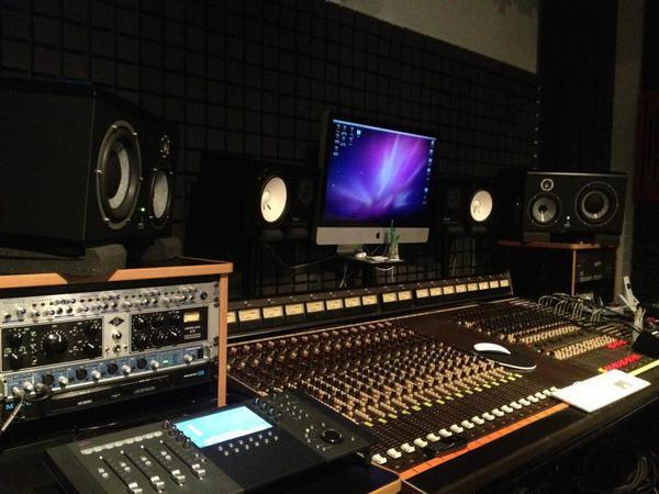 Studio d 39 enregistrement mixage mastering paris 20 75020 - Table de mixage studio d enregistrement ...